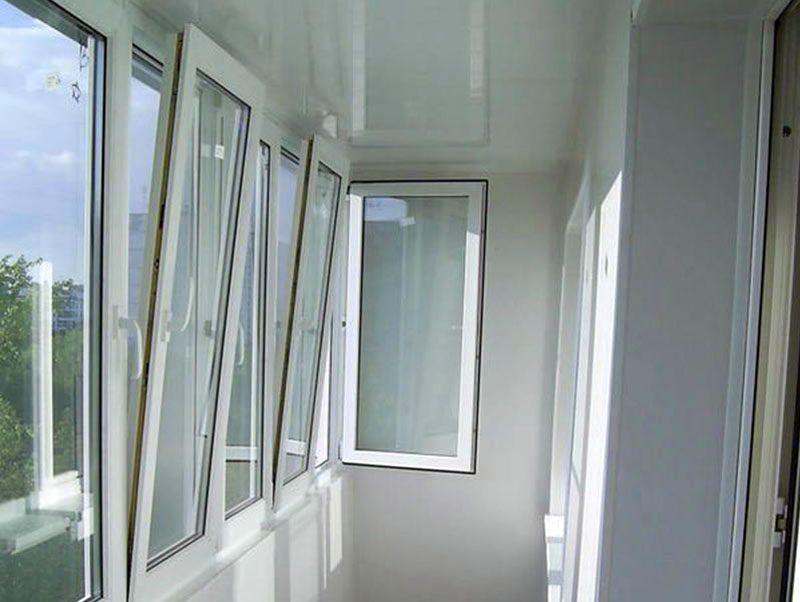 Остекление балконов в омске.
